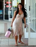 Kim Kardashian upskirt Foto 432 ( Фото 432)