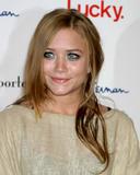 th_da8_celebrity_city_Ashley__Mary_Kate_14.JPG