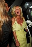 Nicky Hilton nip slip in the 4th pic Foto 65 (Ники Хилтон Nip Slip в 4 ПИК Фото 65)