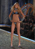 Hana Soukupova - Victoria's Secret Fashion Show, November 15 2007